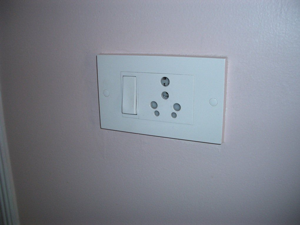 India: power plug adapter needed? POWER PLUGS AND